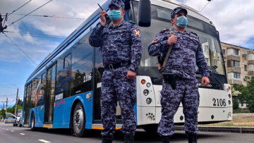 В Севастополе сотрудники Росгвардии пресекли правонарушение в общественном транспорте