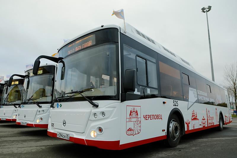 Благодаря дорожному нацпроекту на улицы Череповца вышли 17 новых автобусов